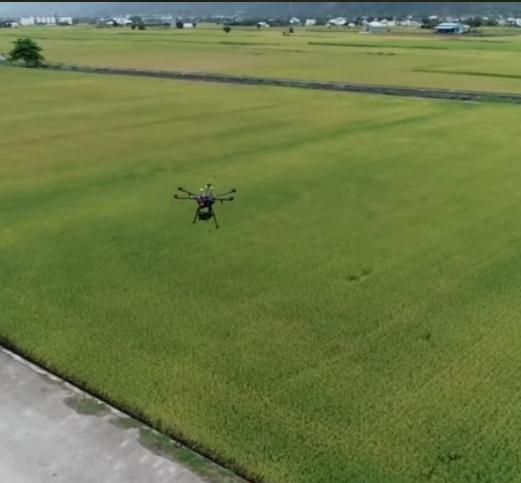 未來食物養成記:電腦飛機來種稻