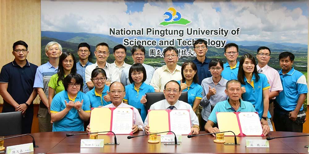 與榮華國小簽訂理念學校 大小手結合教育新局面